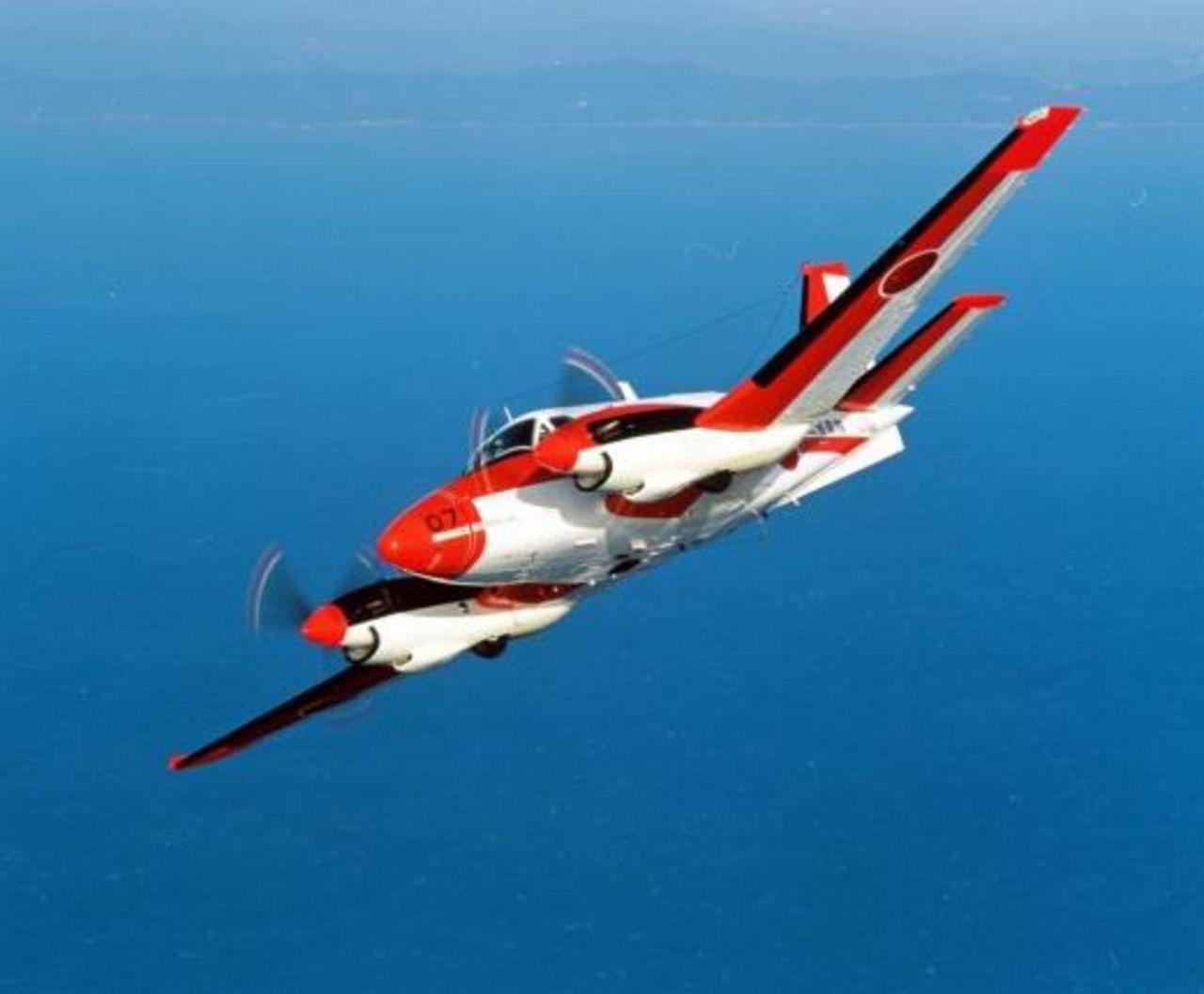 Fuerzas Armadas de Filipinas - Armada - Fuerzas Especiales- Fuerza Aerea - Ejercito - notas, equipos, inversiones y noticias Philippines_borrowing_planes_from_Japan_TC_90_to