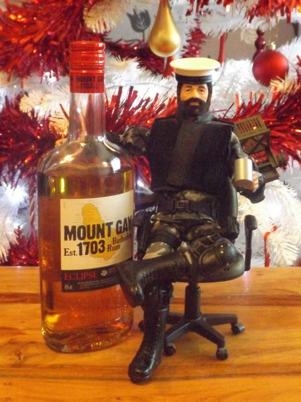 Pictures of your Action Men or Joe's in the Christmas spirit. Xmashank
