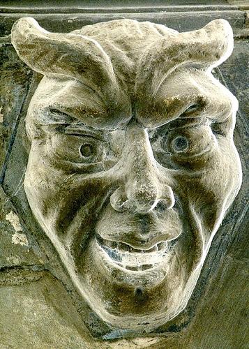 Æ26. Panticapeo (Actual ciudad de Kerch. Peninsula de Crimea). Reino del Bósforo Cimerio. 340-325 a.C. FDC. 10_relieve_demonio_chivo_en_la_catedral_de_Londr