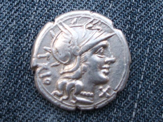 Denario republicano gens Lucretia. CN LVCR / ROMA. 053