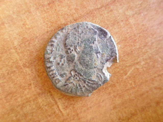 AE2 de Magno Máximo. REPARATIO REI PVB. Trier P1100410