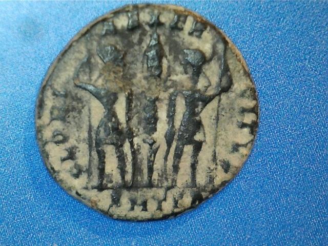 AE3 de Constantino II. GLORI-A EXER-CITVS. Un estandartes entre dos soldados. Ceca Tesalónica. 2017_02_17_0004_0_X