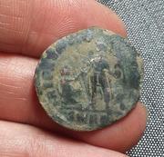 AE2 de Teodosio I. REPARATIO - REIPVB. Emperador estante dando la mano a mujer arrodillada. 20180211_201311-1