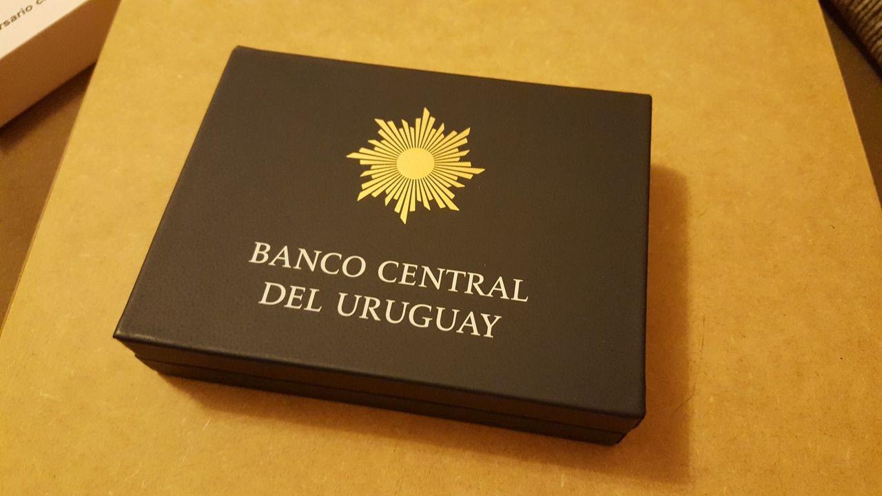 Monedas conmemorativas de Uruguay acuñadas en plata 1961 - Presente. - Página 2 20170706_220639
