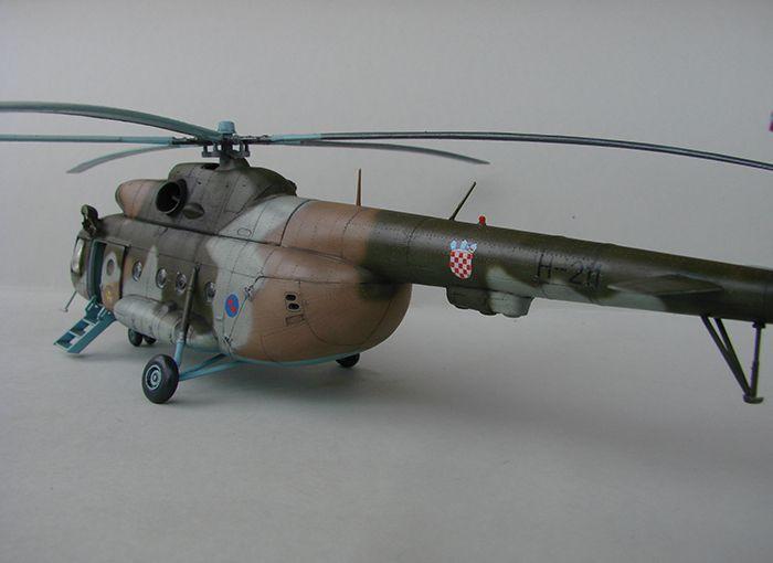 Mil Mi-8MTV-2 HRZ, Revell, 1/72 DSC04411