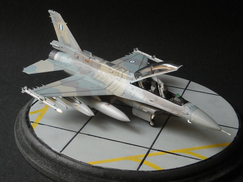 Haf F-16 x2 στην 1/72 DSCN7355