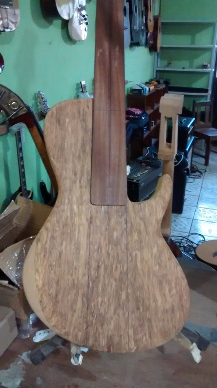 Projeto novo: Singlecut 5 cordas com headstock tipo Musicman (NS Luthieria) IMG_20140909_155346403_1