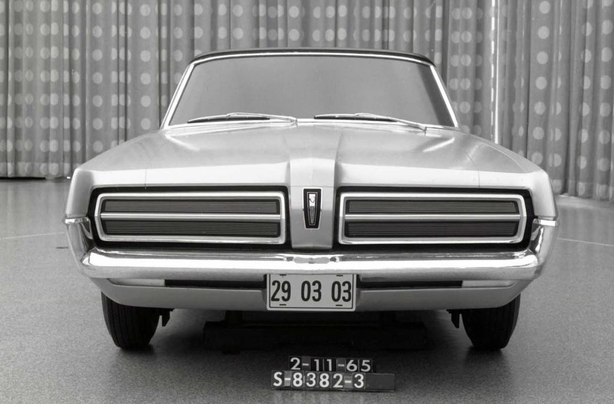 pour se rincer l'oeil - Page 4 009-cougar-development-february-1965-convertible-mockup-front