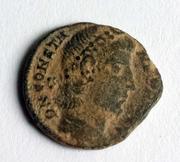 AE4 de Constante I o Constancio II. GLOR-IA EXERC-ITVS. Estandarte entre dos soldados. Image