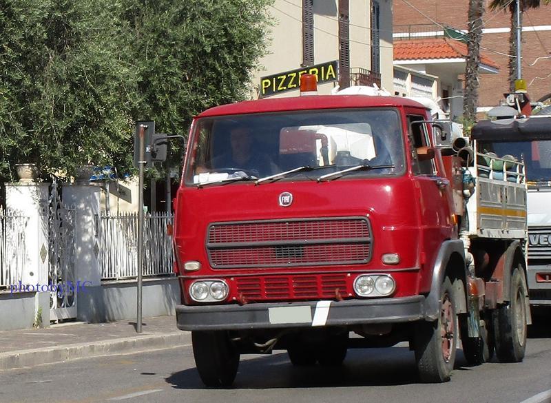 Veicoli commerciali e mezzi pesanti d'epoca o rari circolanti - Pagina 5 IMG_0070