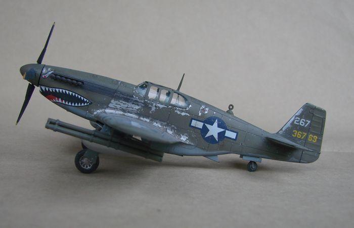 P-51 Mustang, Academy i P-51B Mustang (rebuild) Revell, 1/72 DSC02574