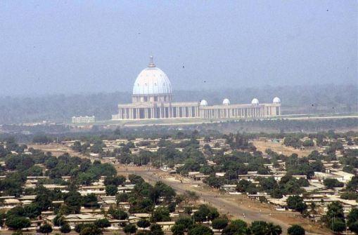 10 Francos 1966 Costa de Marfil (Côte d'Ivoire) Basilica_La_Paz_2