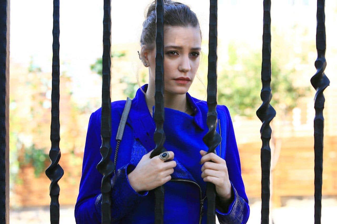 სხვადასხვა დროის საუკეთესო მსახიობები! - Page 10 Serenay_sarikaya_medcezir