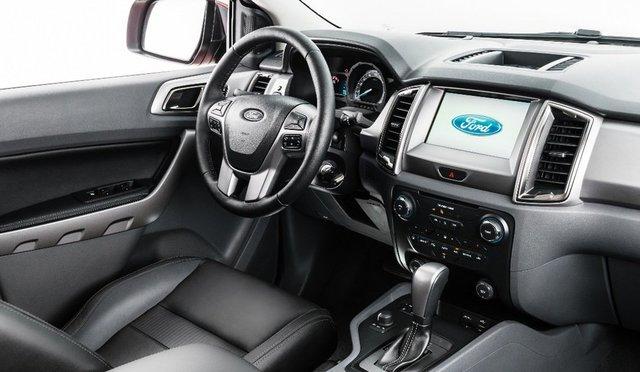 Auto Moderne - Pagina 19 Ford_ranger_2017_interior