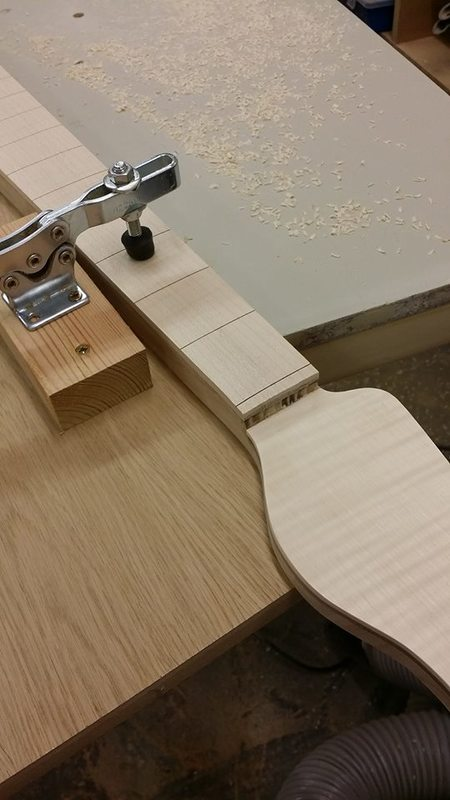 Construção caseira (amadora)- Bass Single cut 5 strings - Página 4 12283345_10153787894229874_521983068_n