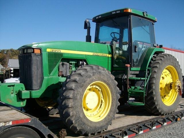 Hilo de tractores antiguos. - Página 22 JD_8200_Small