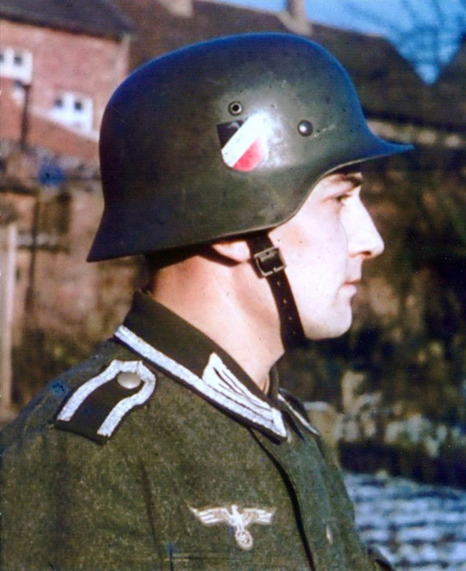 casco - Mis apuntes de WWII - Página 2 Color_M35_double_decal_Heer_German_Army_helmet_s