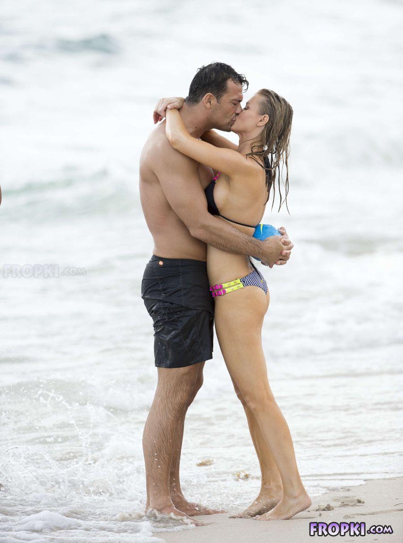 Joanna Krupa in bikini at a beach in Miami (Aug'13) Joanna_Krupa_Fropki_01