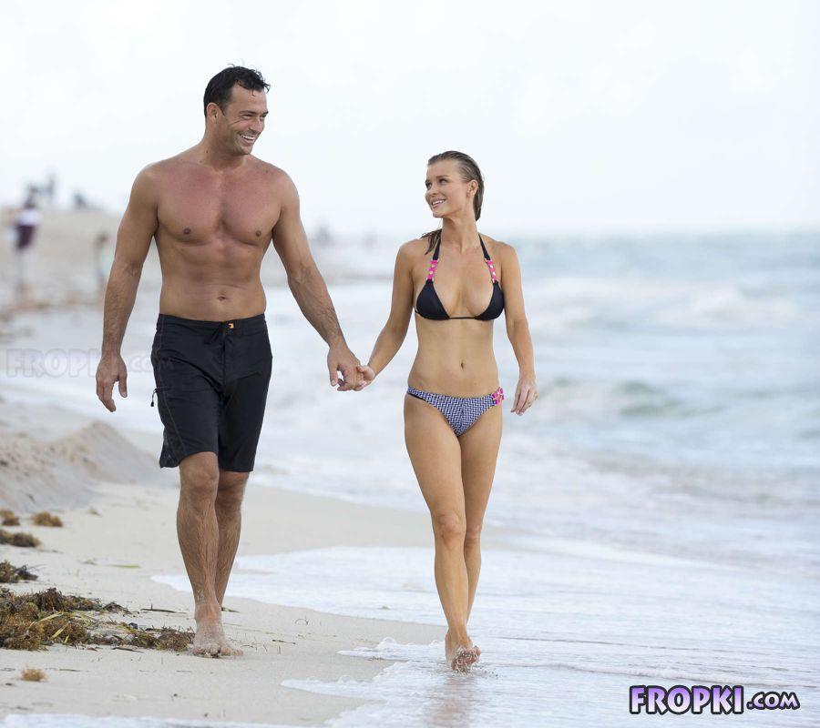 Joanna Krupa in bikini at a beach in Miami (Aug'13) Joanna_Krupa_Fropki_11