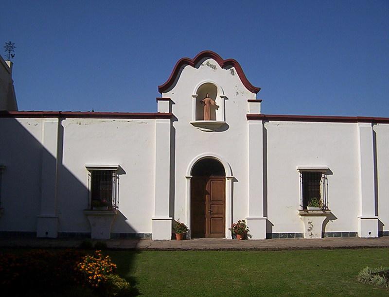 UNA VISITA AL MUSEO DEL CONVENTO DE SAN FRANCISCO SALTA Muro_colonial_patio_trasero