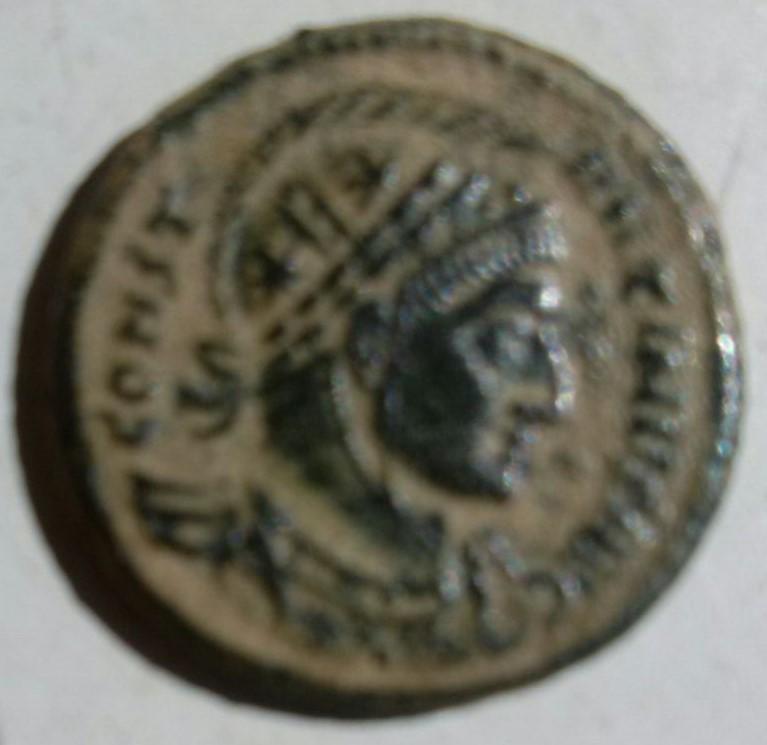 AE3 de Constantino I Magno. VIRTV-S AVGG. Puerta campamento. Ceca Roma. 7f619225_bf28_4c73_9d45_1cd32f2975fa_2