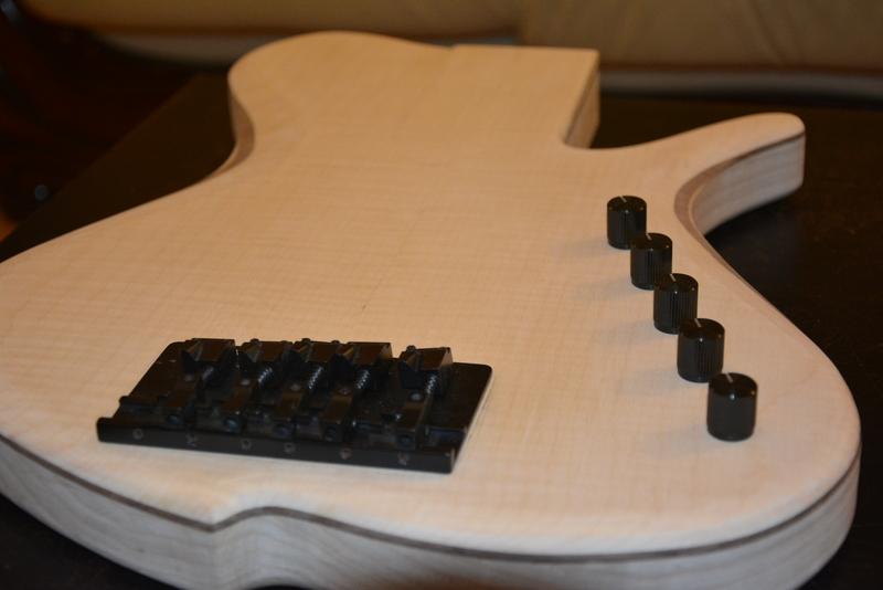 Construção caseira (amadora)- Bass Single cut 5 strings - Página 2 DSC_2227