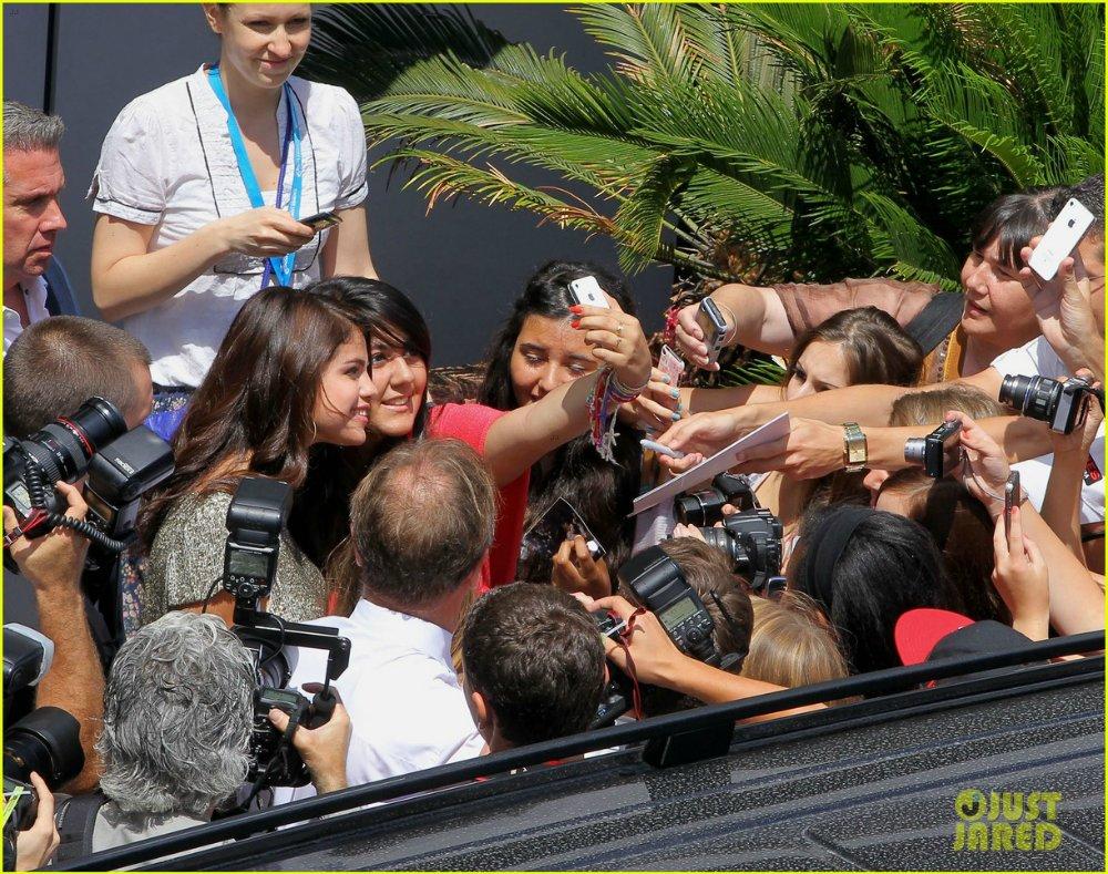 Selena Gomez | Селена Гомес - Страница 4 24abf69c9067