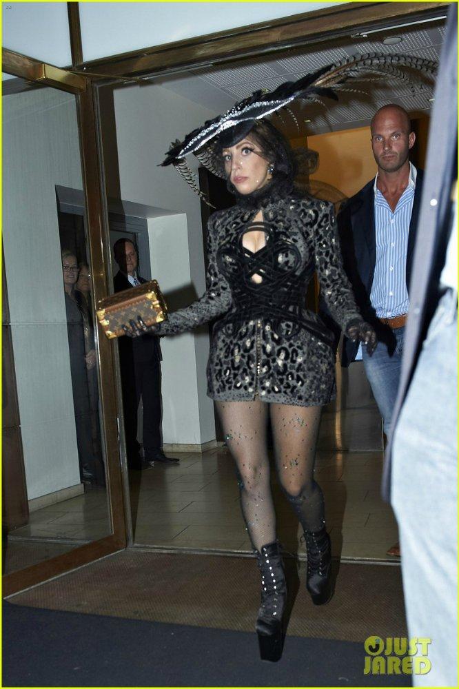 Lady GaGa  - Страница 4 D00a372e643a