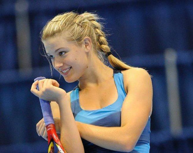 Tennista più bella del circuito... Eugenie_bouchard_hottest_photos_5