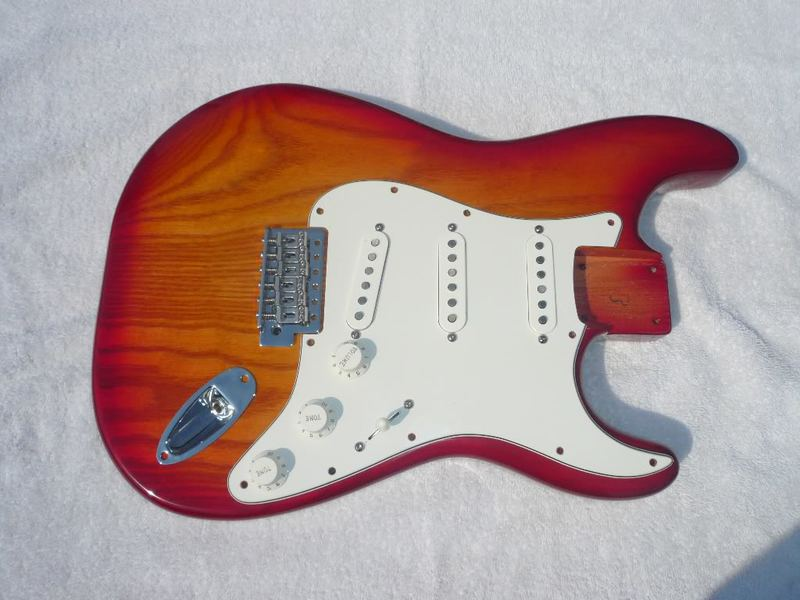 Projeto Rickenbacker 4001V63 - Luthier Daniel Japeta Cherry_Burst_Strat