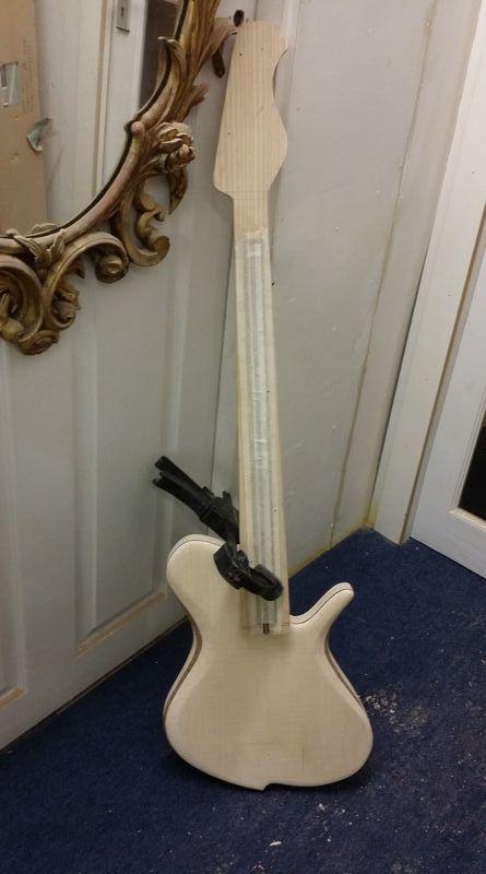 Construção caseira (amadora)- Bass Single cut 5 strings - Página 4 11990288_10153629401189874_2096000961_o