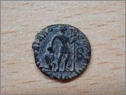 AE3 de Graciano. GLORIA ROMANORVM. Tesalónica Reverso