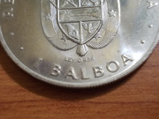 """1 Balboa 1.976  Panamá  """" Metedura de """"pata"""" con el cuño DSCN0722"""