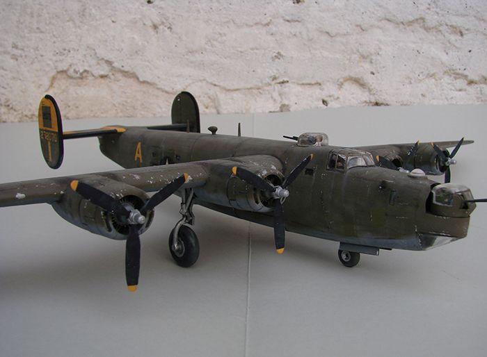 B-24J Liberator ,Airfix ,1/72 DSC04416