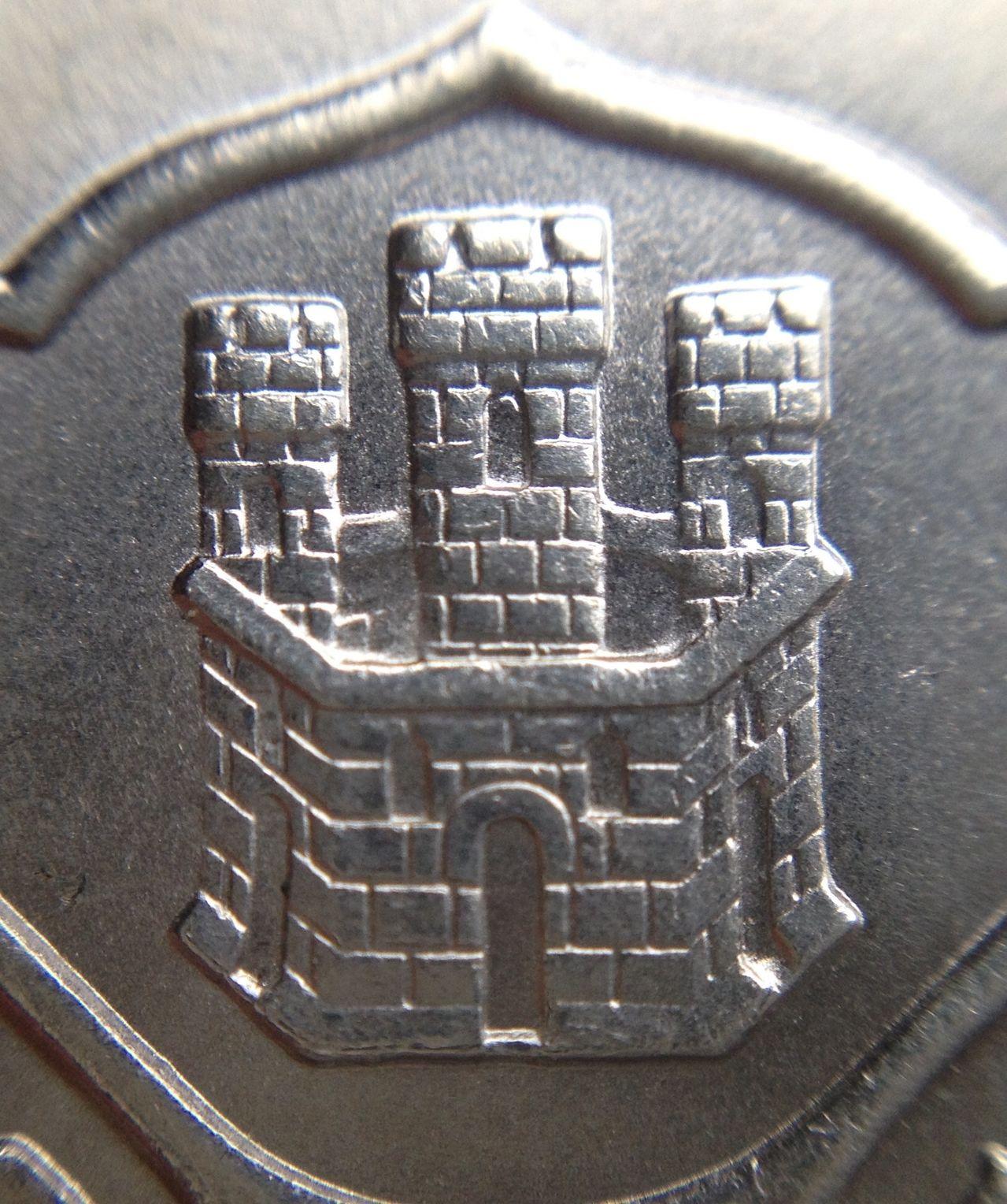 100 pesetas 1966*66. ¿Hay dos modelos de granada distintos en el reverso? Image