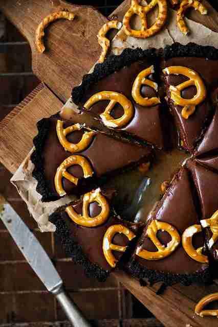 Cómo hacer una Tarta de Chocolate, Caramelo y Cacahuetes (Sin Horno) Tarta_chocolate