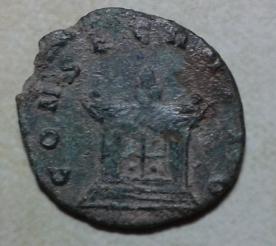 Antoniniano híbrido de Aureliano. CONSECRATIO. Altar encendido. 2017-06-18_20.50.37