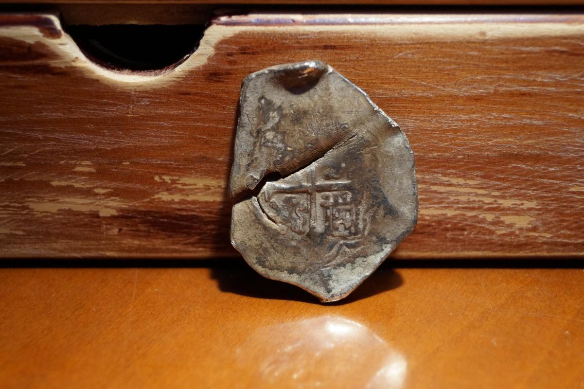 8 reales tipo macuquino ceca de México ,rey (?) DSC03370
