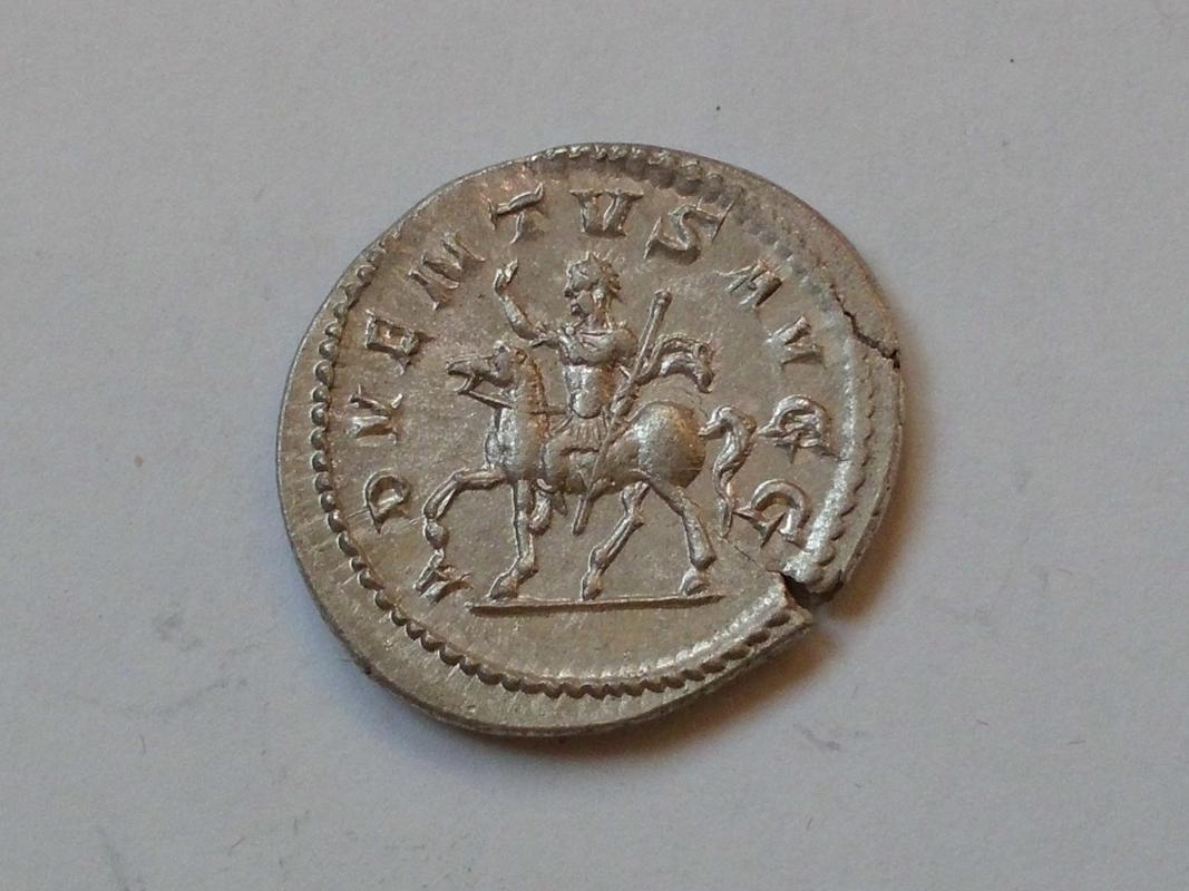 Antoniniano de Filipo. ADVENTVS AVGG. Filipo a caballo a izq. Roma. CIMG3317