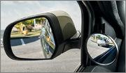 Espelho retrovisor do lado do motorista com proximidade exagerada dos carros Mdb7398