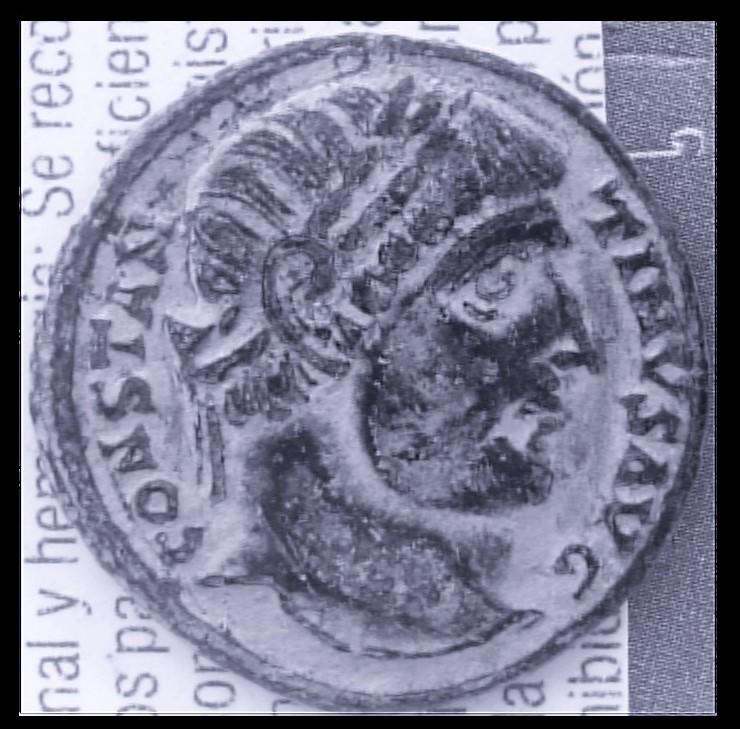 AE3 de Constantino I Magno. PROVIDEN-TIAE AVGG. Puerta de campamento de dos torres. Ceca Antioch. DSC_0011