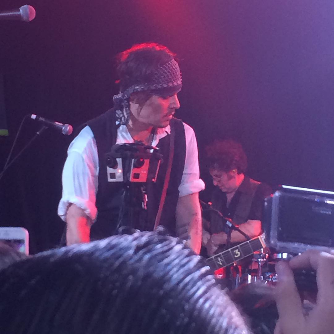 Le groupe Hollywood Vampires . - Page 4 4cc78770abb0