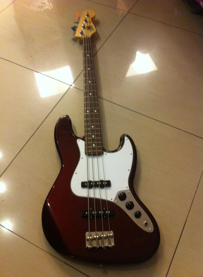 Fender Mexicano, preço legal. É fender mesmo? Fender2