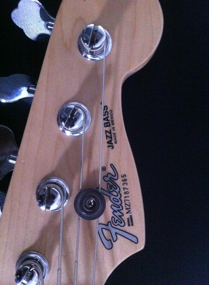 Fender Mexicano, preço legal. É fender mesmo? Fender1
