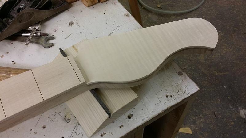 Construção caseira (amadora)- Bass Single cut 5 strings - Página 4 11991333_10153787817924874_205957673_o