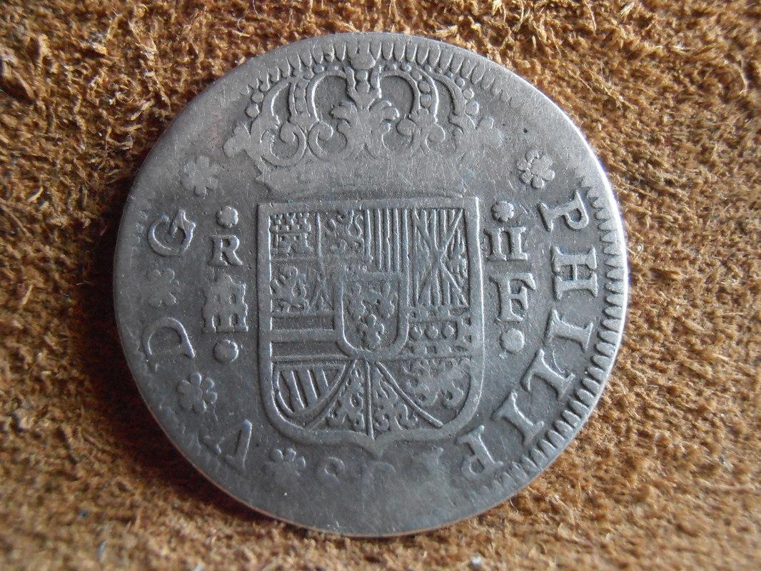 2 reales de Felipe V - Segovia: VARIANTES P4100010
