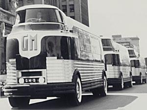 GM Futurliner 1953 Gm_futurliner_front_left_lineup
