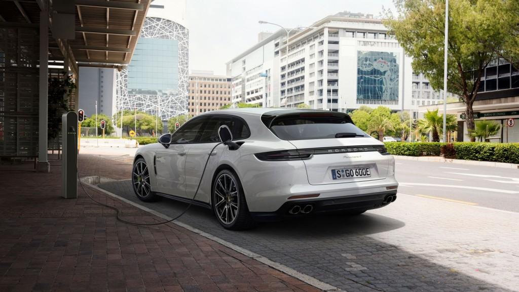 Porsche  Panamera_Sport_Turismo_3_1024x577