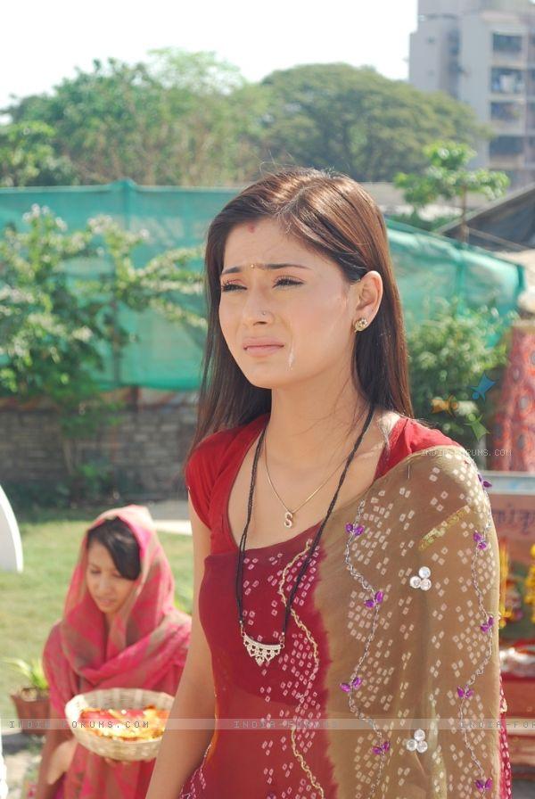 სხვადასხვა დროის საუკეთესო მსახიობები! - Page 10 41424_sadhna_crying_in_the_show_sapna_babul_ka_b