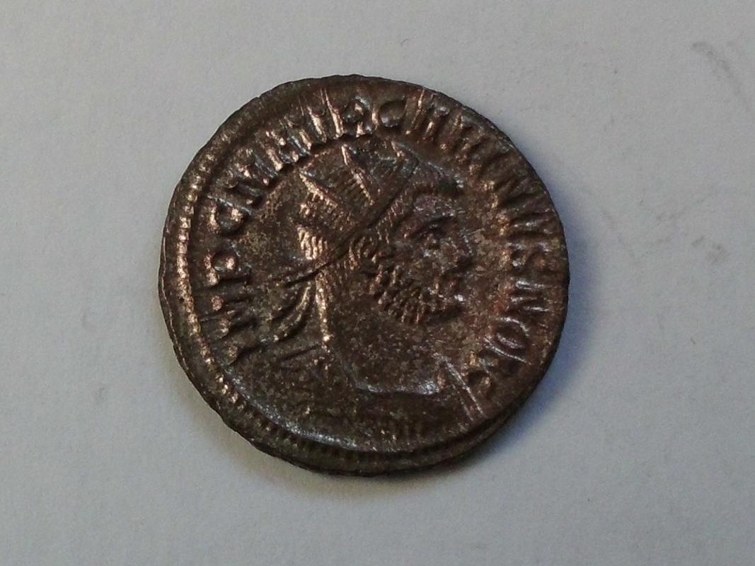 Aureliano de Carino. VIRTVS AVGG. Emperador y Júpiter. Antioquía CIMG3362